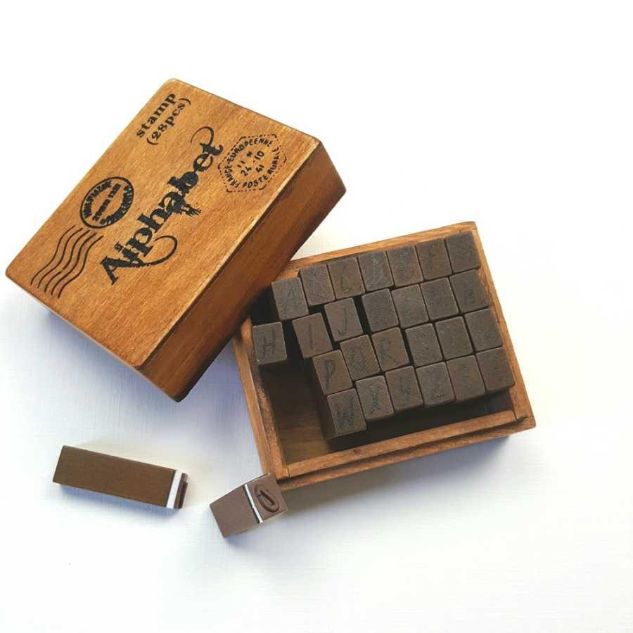 houten alfabet stempels open